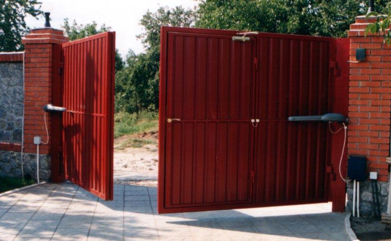 Пример ворот, открываемых внутрь